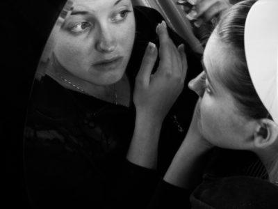 Konzentriert im Spiegel