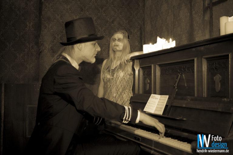 Der Hotelier am Klavier